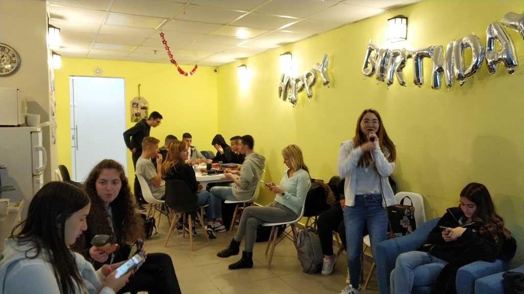 יום גיבוש תיכון בג'וב היווני בחיפה